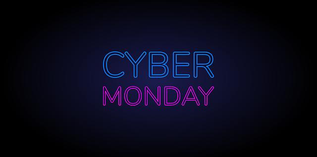 cyber monday napis na czarnym tle promocja